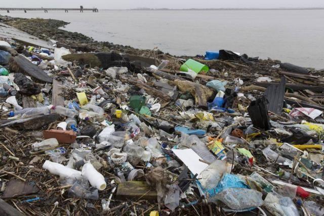 L'Unione Europea dice basta alla plastica monouso