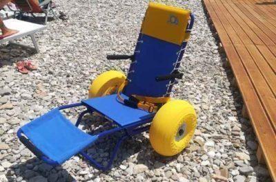 Sedie j.o.b per persone con difficoltà motoria sulle spiagge