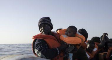 No allo sbarco della nave con 66 migranti