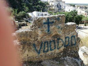 Massafra, vandali imbrattano il Castello: l'ira dei GD