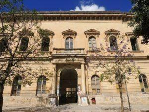 Lecce: Scuole sporche e degrado per inizio dell'anno scolastico