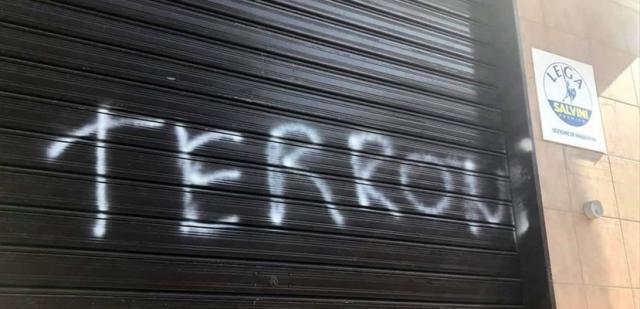 """Massafra: Sezione Lega marchiata con la scritta """"TERRONI"""""""