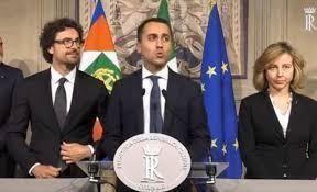 """Di Maio: """"Ora aumento stipendi italiani"""""""