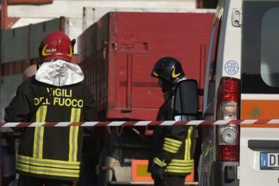 Padre dà fuoco alla casa, muore figlio di 11 anni
