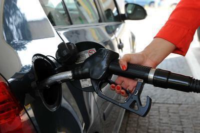 Benzina e diesel, prezzi in calo