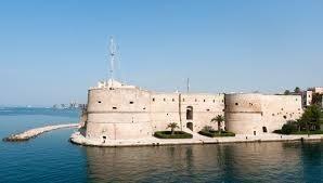 Taranto non si merita politici con il cappello in mano!