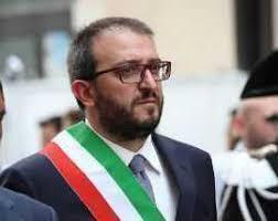 Il sindaco dell'Aquila annuncia le dimissioni per protesta contro il governo