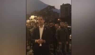 """Venezuela: Guaido' chiama i soldati alla rivolta. Maduro """"e' un golpe"""""""