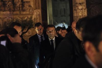 Macron invita il Papa a Parigi