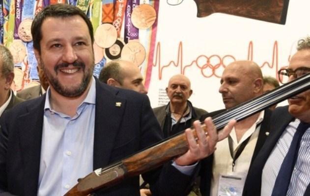 Salvini dichiara emergenza nazionale e chiude i porti ai barconi