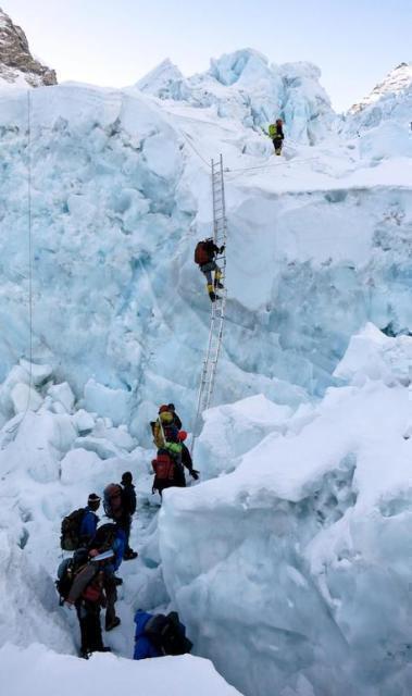 Everest affollato, 7 morti in 7 giorni