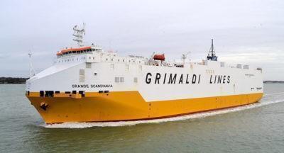 Nave commerciale italiana prende fuoco al largo delle Baleari