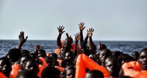 Gli immigrati, il ruolo delle ONG e le tesi marxiste del filosofo Diego Fusaro