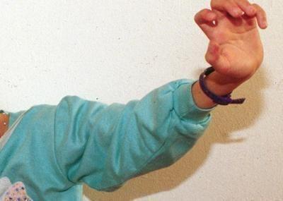 Bimba di 10 anni violentata dal padre, la madre assisteva