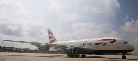 """Allarme terrorismo"""". British Airways e Lufthansa sospendono i voli per Il Cairo"""
