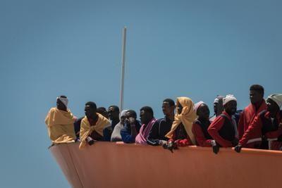 Fanno incagliare barcone, fermati due scafisti