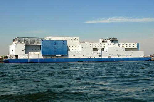 Clandestini: la soluzione sono le navi prigione