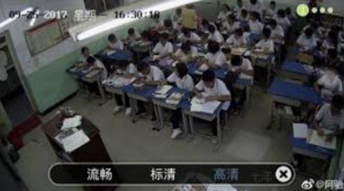 Cina. Studenti controllati a scuola con telecamere, braccialetti e microchip