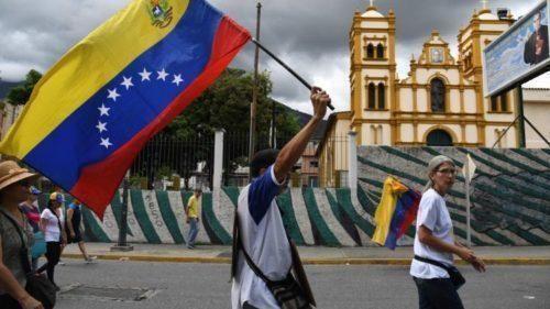 Venezuela ha bisogno di profondi cambiamenti e di una soluzione pacifica