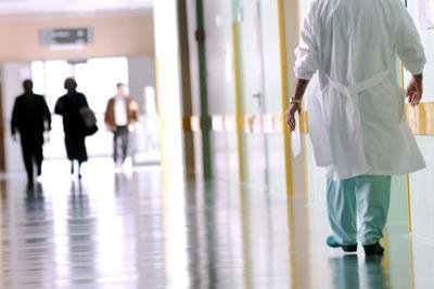 17enne va in ospedale per mal d'orecchio e muore d'infarto