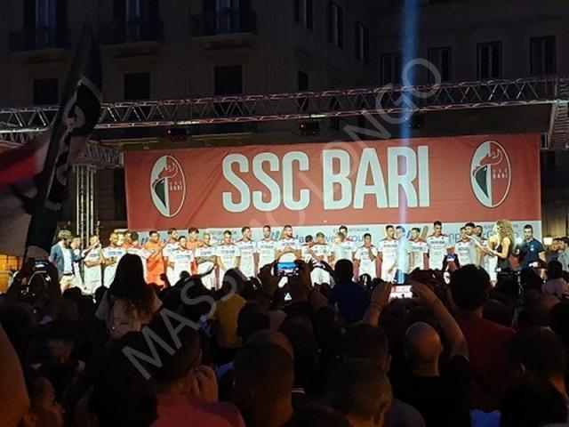 Bari – Presentazione della squadra, ieri, con la sorpresa Brienza