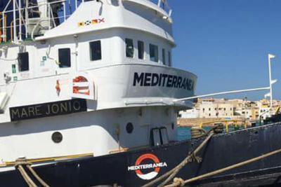 Quinta notte sulla 'Mare Jonio', a bordo 5 casi di scabbia