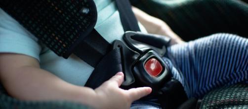 Muore bimbo di 2 anni lasciato in auto dal padre per ore
