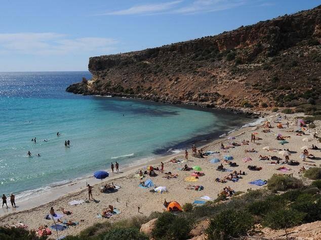 Turista investita e uccisa da auto a Lampedusa, caccia al pirata