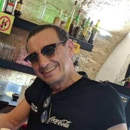 """Su Facebook scrive """"Oggi vi faccio un regalone"""" e dopo mezz'ora muore. Addio a Danny Franko, il dj mixologist barese famoso anche a Miami."""