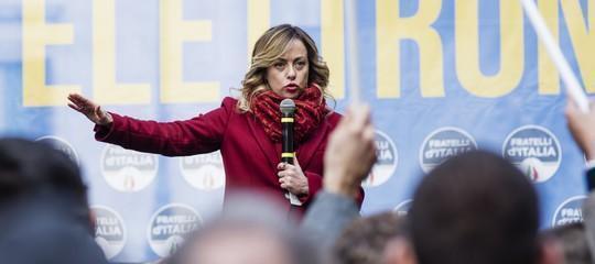 Giorgia Meloni ha spiegato la questione dell'applauso alla Segre