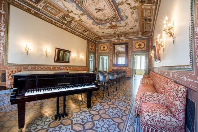 """l'Ensemble Concentus a Mola inneggia al vino e alle sue gioie con lo spettacolo """"In Taberna""""."""