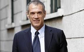 """Carlo Cottarelli, al Libro Possibile Winter, rivela le """"bufale"""" sull'economia italiana"""