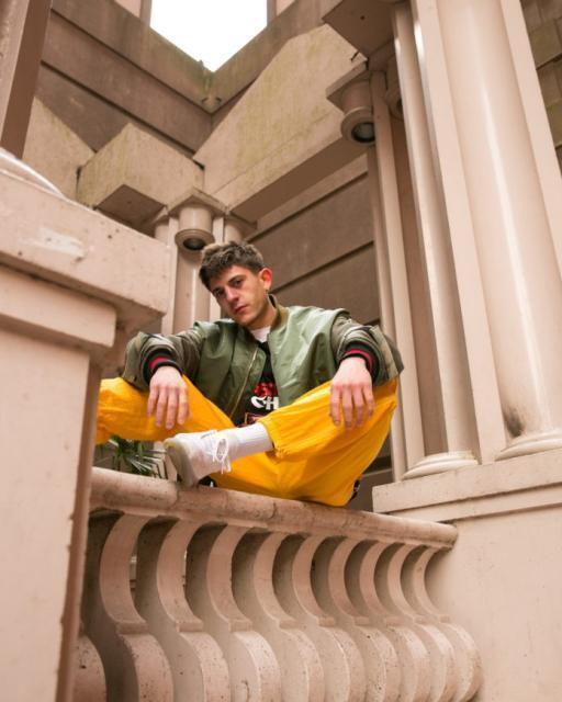 Il rap sperimentale di Rkomi in Puglia