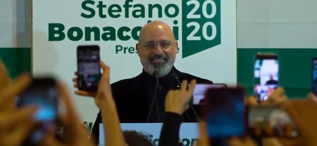 Regionali. Bonaccini vince in Emilia, la destra in Calabria. Crolla il M5s