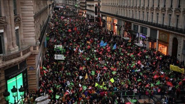 Francia: famiglie in piazza per difendere il diritto al padre