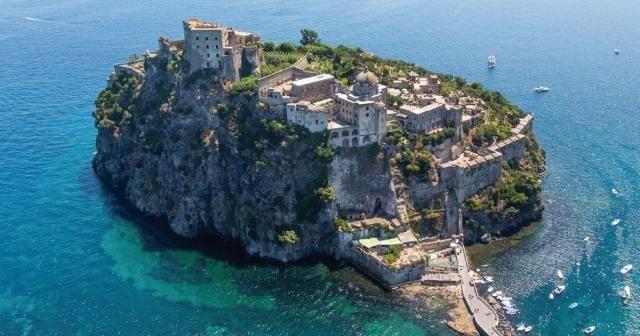 """Coronavirus, il sindaco di Ischia: """"Nostra ordinanza su turisti lombardi e veneto non è razzista"""
