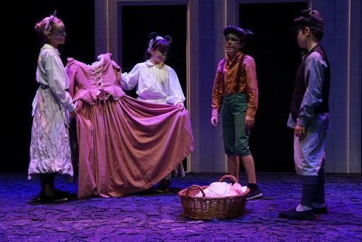 'Le regole per vivere'. In scena al teatro comunale di Monfalcone (Go)