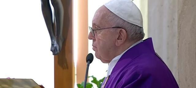 Bergoglio obbediente, CEI dissenziente