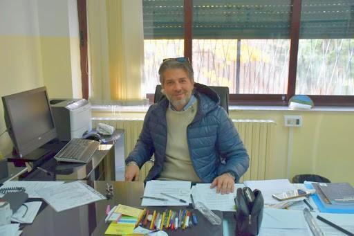 I docenti ringraziano Luigi Talienti, Dirigente Scolastico dell' I.p.e.o.a.'Michele Lecce'