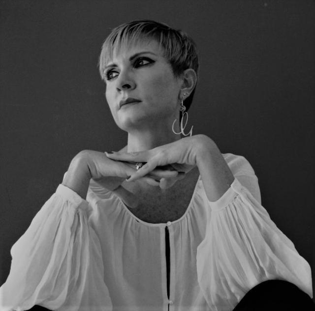 """Giovanna Politi scrive la favola """"Alice e il fantasmino Corona V"""""""