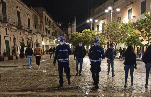 Matera: blitz della polizia locale nel centro storico, violate le norme anti- Coronavirus