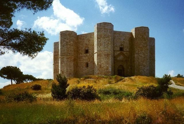 Castel del Monte, quando la pietra si tinge di mito