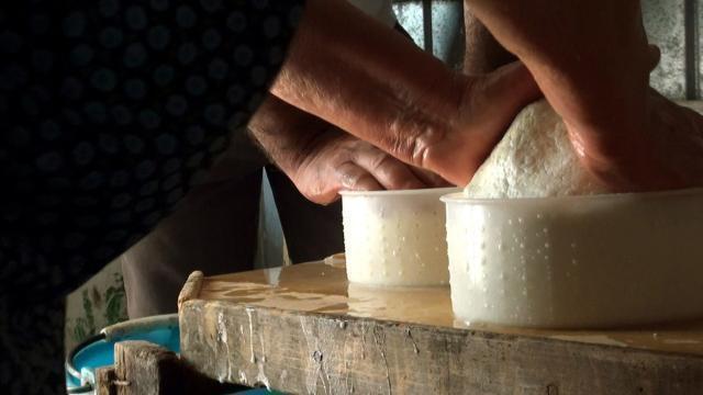 In pegno non solo oro, ma anche vino e formaggio