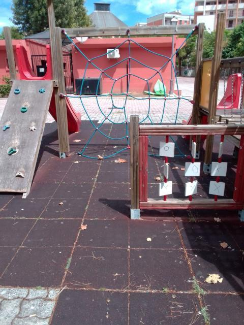 Parco Caduti di Nassiriya: giochi rotti e pericolosi, urge un intervento immediato