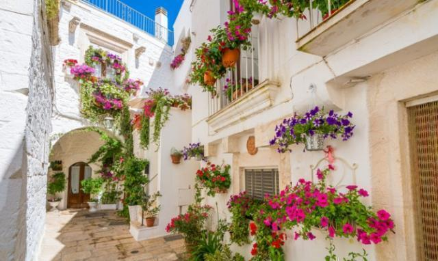 Cisternino: paese turistico, come mantenere l'ordine nel periodo estivo?