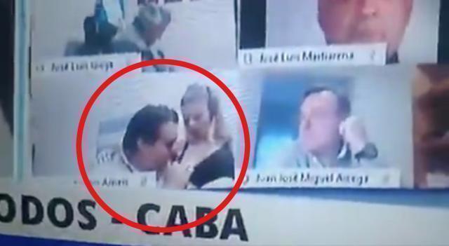 Argentina, scandalo a luci rosse in Aula: deputato bacia la compagna sul seno scoperto, le immagini finiscono sul maxi-schermo
