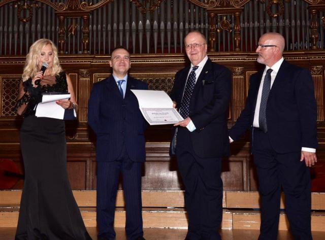 Premio internazionale Books for Peace al Gen. dei Carabinieri Raffaele Vacca, con origini pugliesi