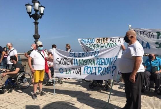In Puglia anche i disabili contro Emiliano