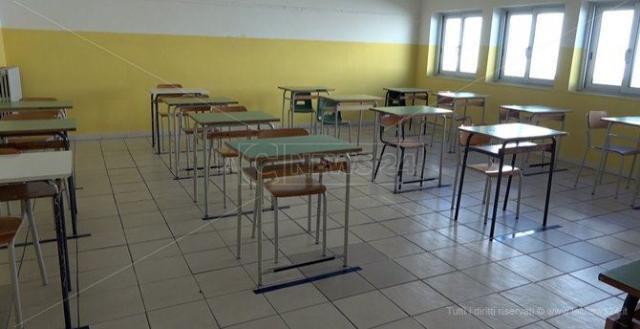 Scuola, a Lamezia è scontro sui fondi tra il deputato D'Ippolito e Mascaro