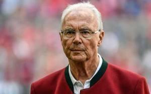 """Franz Beckenbauer, il Kaiser del calcio compie 75 anni. """"Comincio a pensare alla morte…"""""""